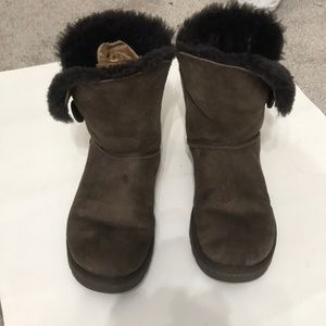 Ugg boot brown size 9 in Excellent shape
